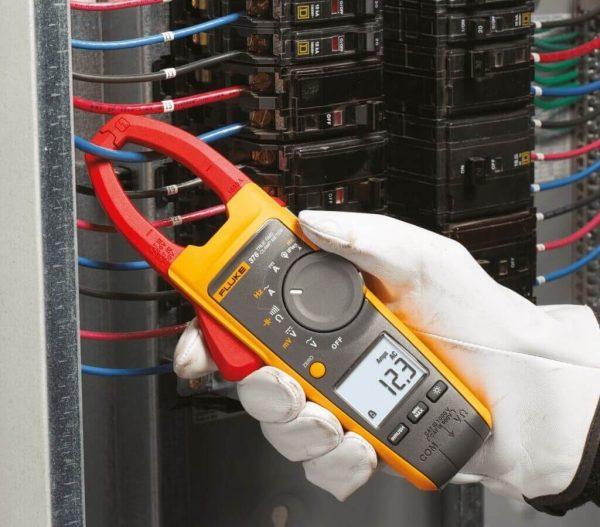 Токоизмерительные клещи для измерения переменного тока работают по принципу одновиткового трансформатора