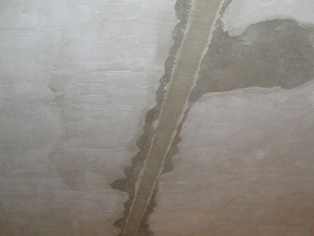 Стык плит после заделки бетонным ремонтным составом