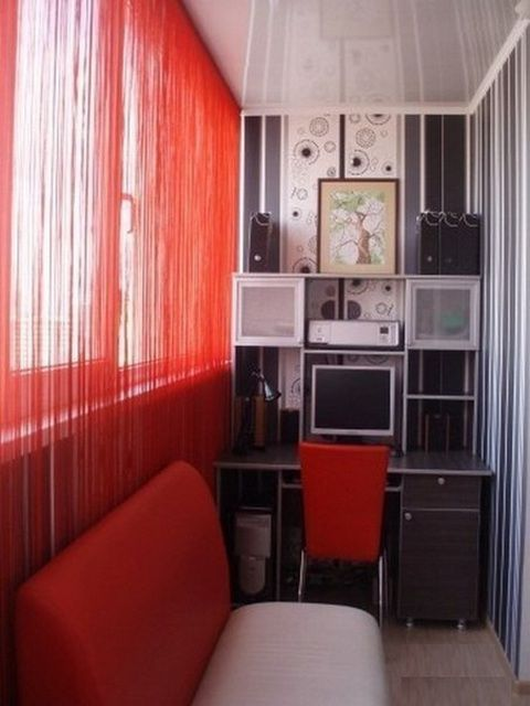 В удобную комнату-кабинет можно превратить лоджию