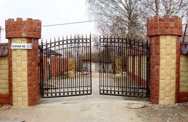 Самая простая в исполнении схема - распашные ворота