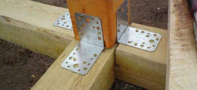 Фиксация соединений металлическими уголками