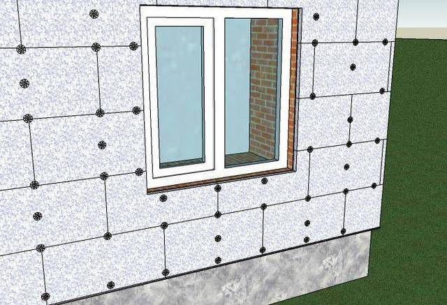 Стены дома, полностью укрытые панелями пенополистирола