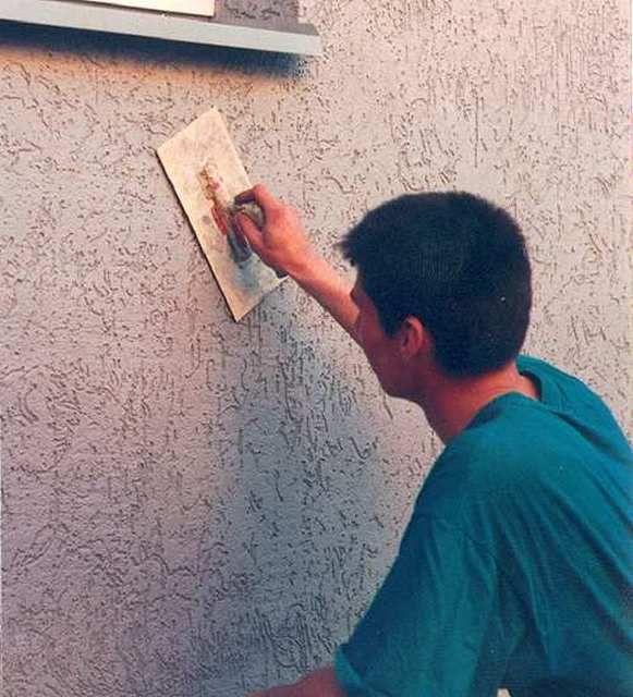 Как отштукатурить стены своими руками