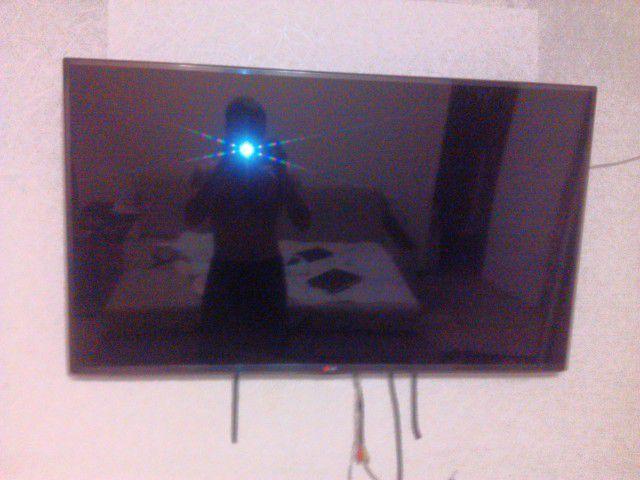 Телевизор на стену установлен