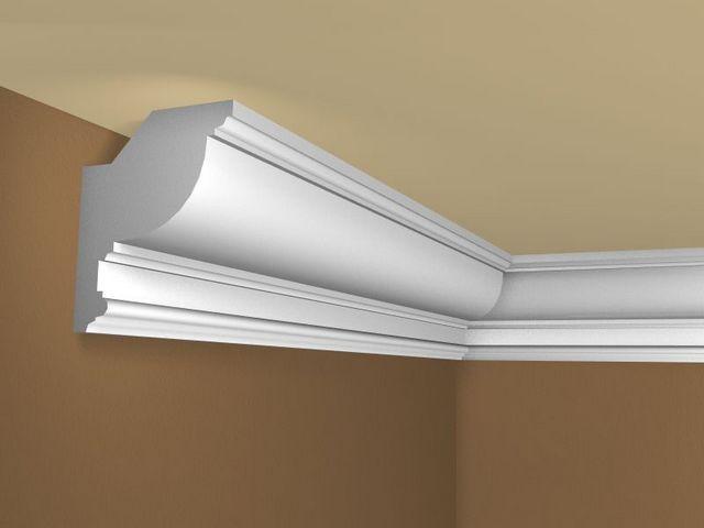 Если оформляется обычный потолок, то плинтус должен плотно прижиматься к двум плоскостям