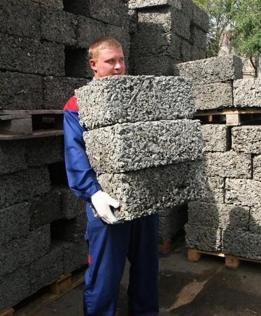 Легкость материала значительно упрощает процесс строительства и уменьшает нагрузки на фундамент