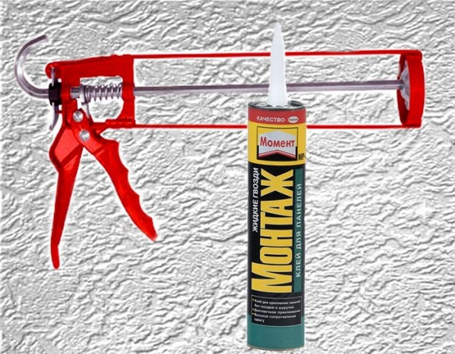 """Для приклеивания потолочного плинтуса на неотделанные стены и потолок хорошо подойдут """"жидкие гвозди"""""""