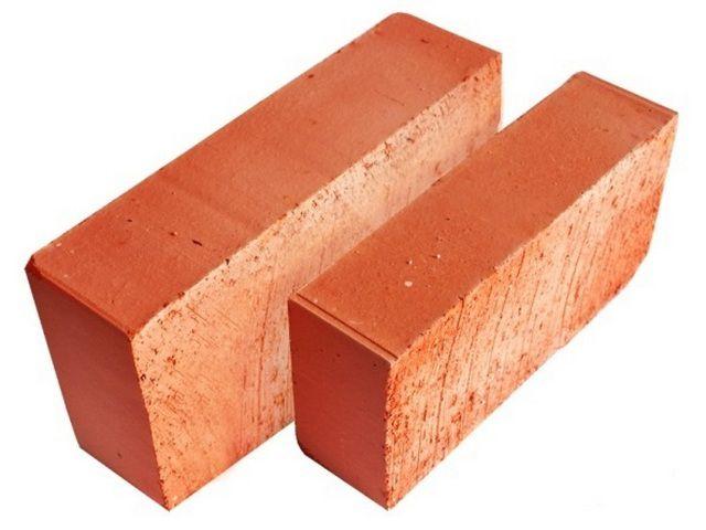 Красный обожженный полнотелый кирпич - то, что требуется для обкладки печи