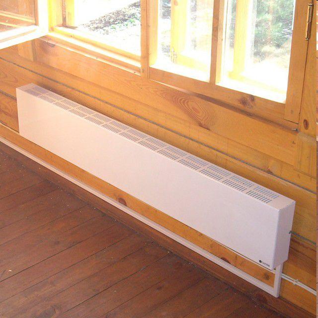 Установленный под окном, конвектор создаст надежную тепловую завесу