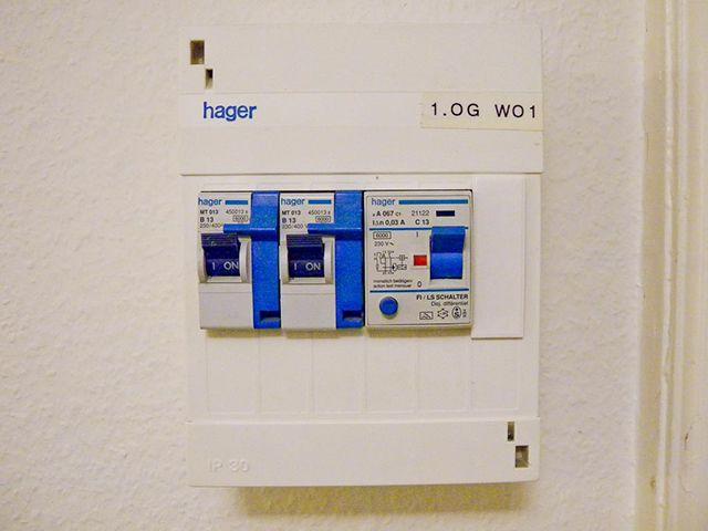 Подключение кабелей обогрева должно быть через УЗО и автоматический выключатель
