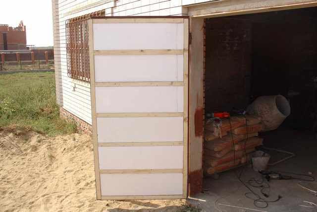 Готовая к облицовке створка гаражных ворот