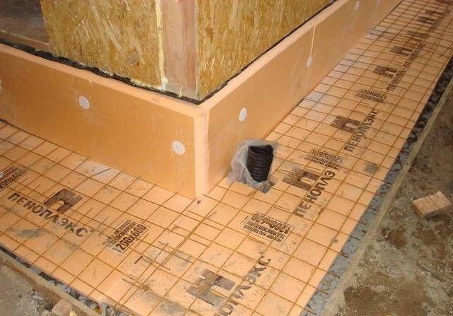 Армирование отмостки перед заливкой бетона