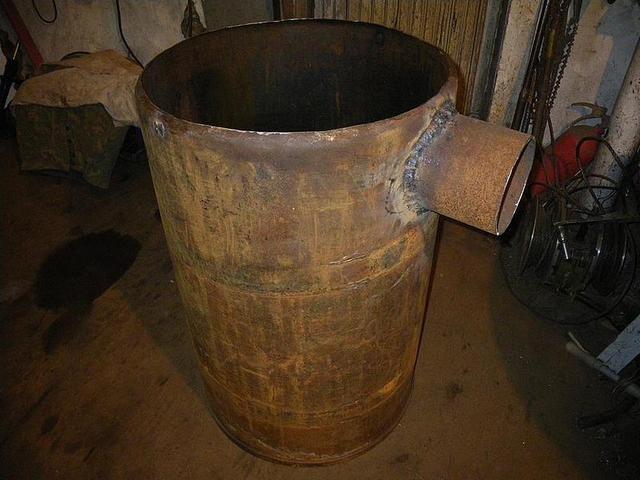 Патрубок для  дымохода приварен к корпусу
