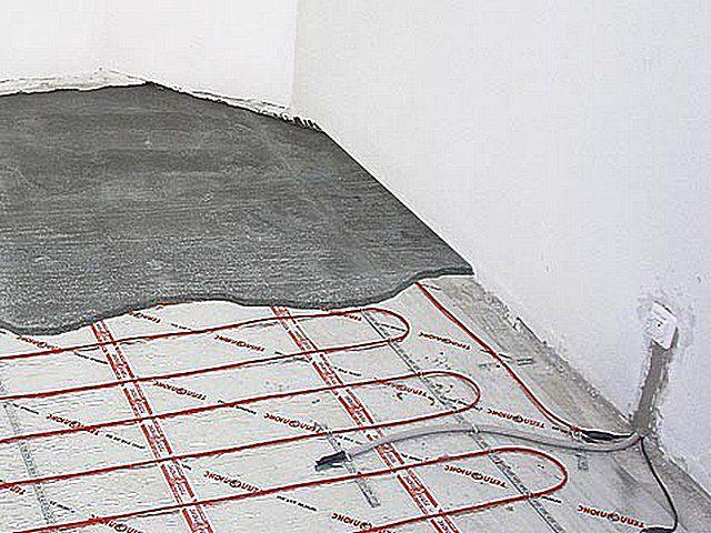 Заливка стяжки поверх уложенного кабеля