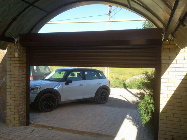 Роллетные гаражные ворота хороши для теплого климата