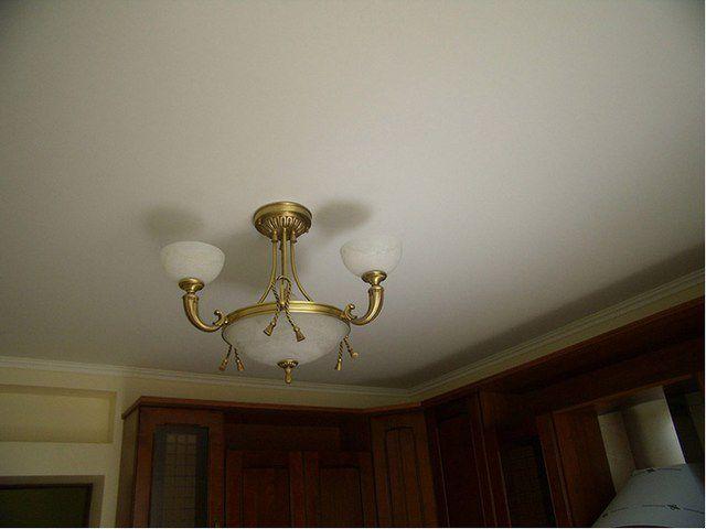 Чаще всего для потолков используют матовую краску