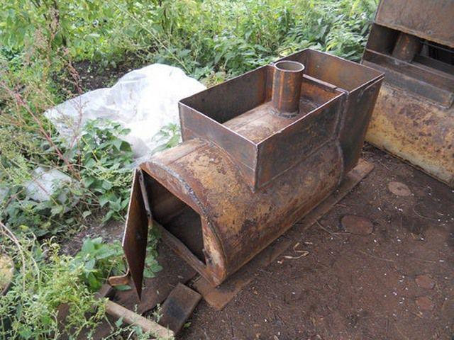 Достаточно простая печка из металлической трубы