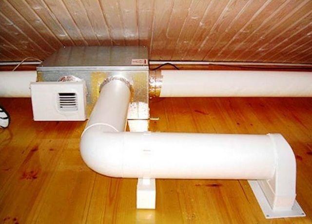 Монтаж всех элементов системы вентиляции лучше всего производить параллельно со строительством бани