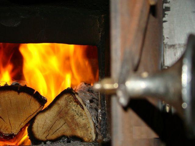 Дрова для бани должны обладать повышенной  теплоотдачей