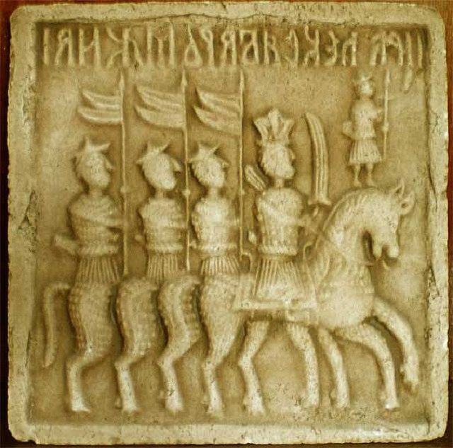 С давних пор для оформления изразцов использовались рельефные сюжетные рисунки