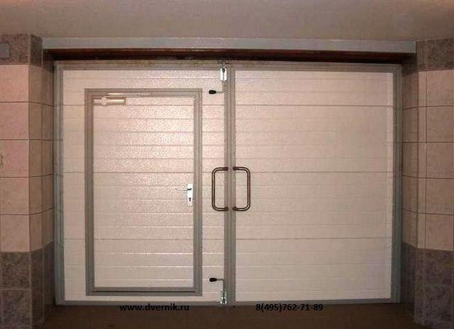 Ворота гаража, отделанные вагонкой