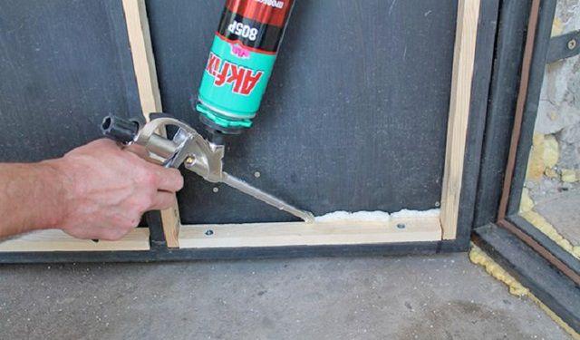 Как утеплить самому металлическую дверь