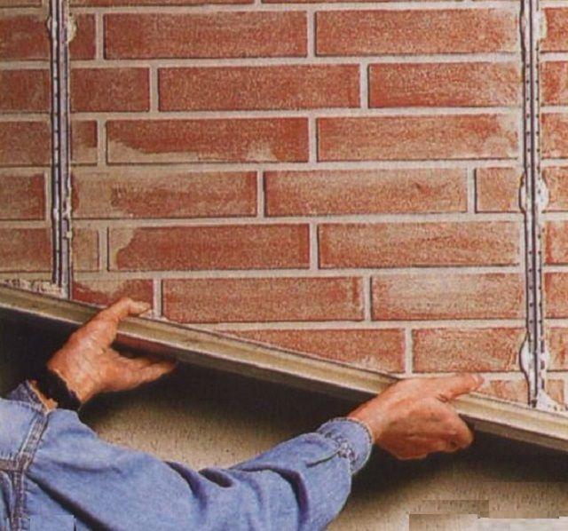Выравнивание стенки камина штукатуркой