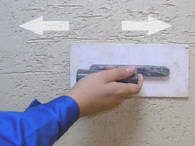 Нанесение рельефной штукатурки с крошкой