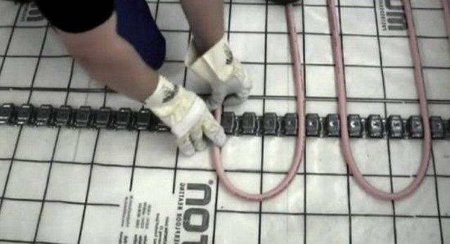 Монтаж трубы на специальную планку