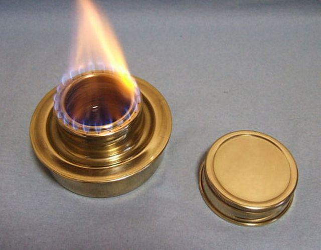Вместо свечки можно использовать и спиртовую горелку