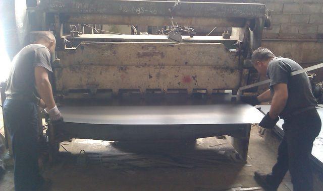 Металлический лист на заготовки лучше нарубить на гильотине