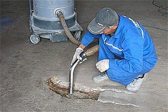 Залог качества - тщательная очистка основы от пыли и мусора