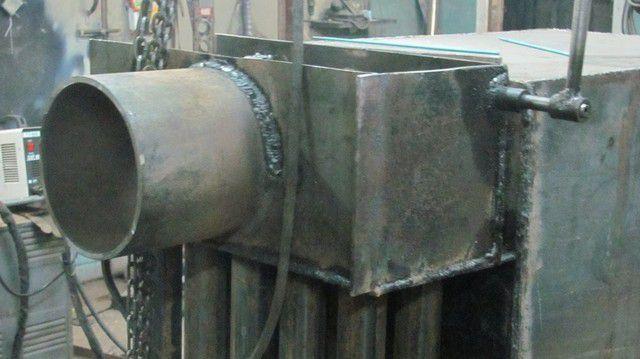 Боров (горизонтальная часть дымохода) приварен к задней крышке