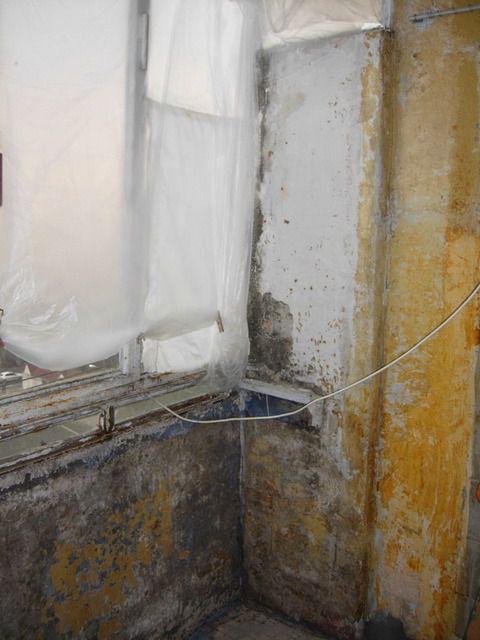 До начала ремонта лоджия может иметь абсолютно неприглядный вид