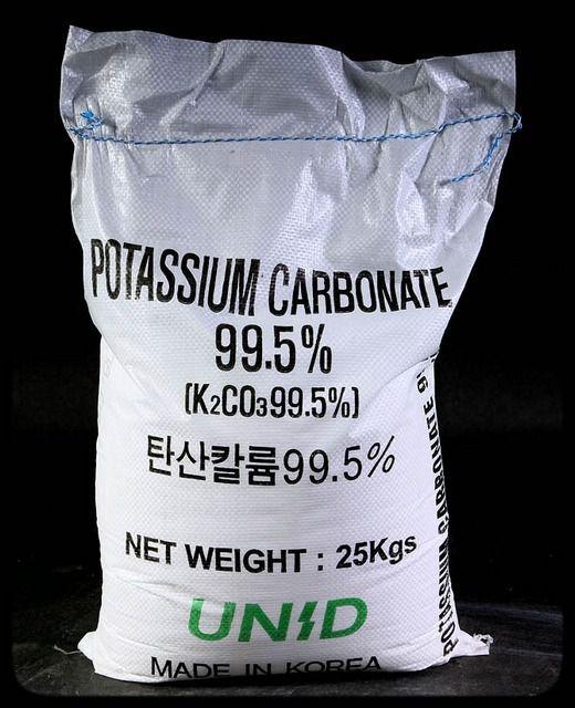 Поташ - весьма распространенная добавка для повышения морозоустойчивости свежезалитого  бетона