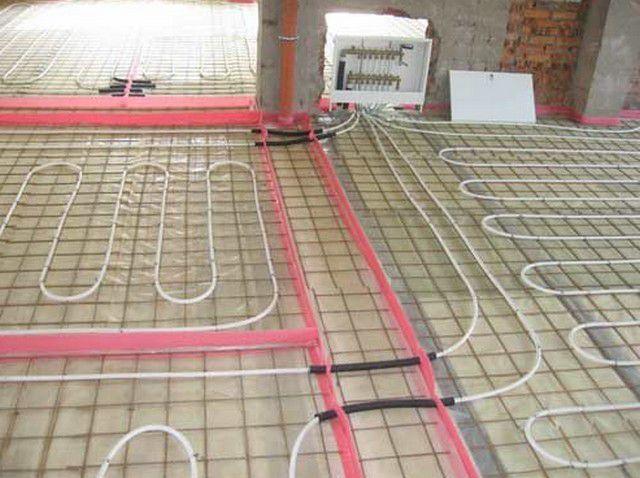 Компенсационные швы будущей стяжки между разными контурами теплого пола и в помещениях с большой площадью