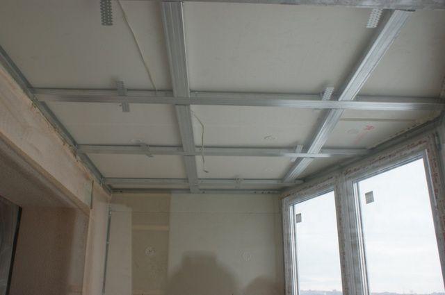 При необходимости обрешетка монтируется и на потолке балкона