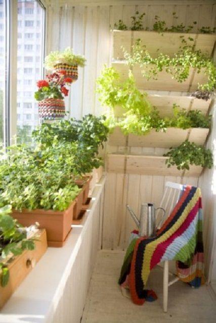 Даже на самом маленьком балконе можно устроить небольшой погребок