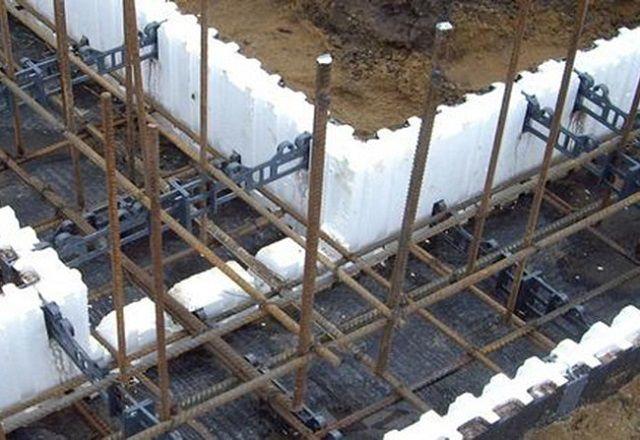 Современное удобное решение - несъемная опалубка из полых пенополистирольных блоков