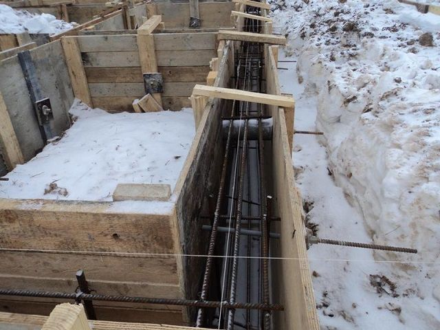 """Опалубка для """"зимнего"""" фундамента с армирующим поясом"""