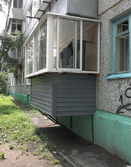 Подвесной балкон на первом