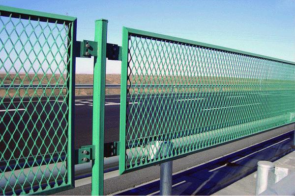 Из чего можно построить забор своими руками