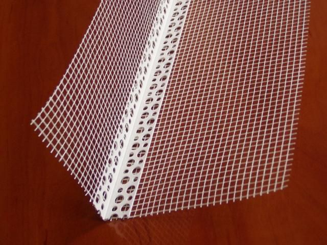 Такой уголок с армирующей сеткой защитит угол фасада или откоса от деформации