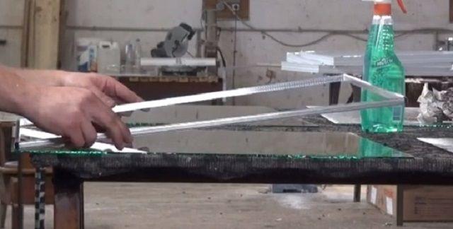 Укладка рамки на стекло