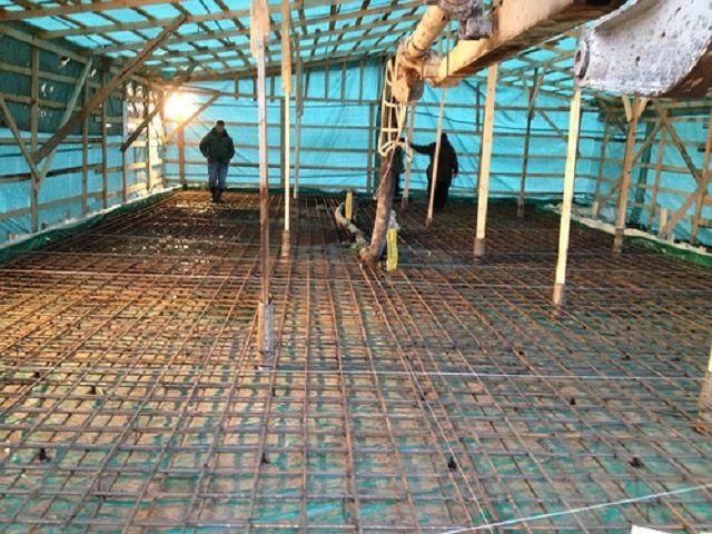 Шатер над заливаемым фундаментом позволит  поддерживать хотя бы минимально необходимый температурный режим