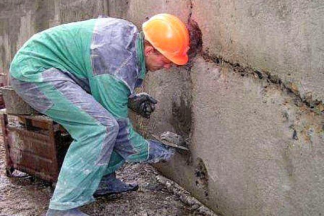 Заделка щелей, трещин, крупных неровностей стены