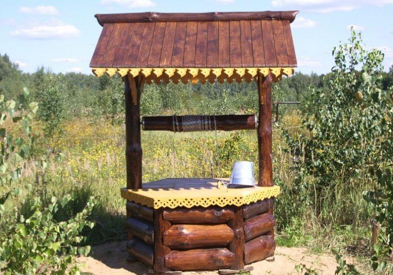 Шестигранный колодезный домик