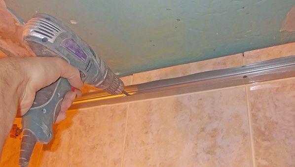 Как правильно сделать потолок в ванне панелями 658