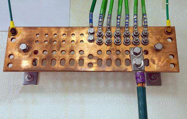 Бронзовая распределительная пластина для подключения проводов заземления