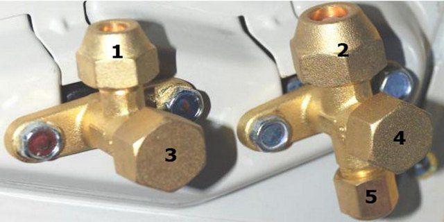 Система штуцеров и клапанов внешнего блока